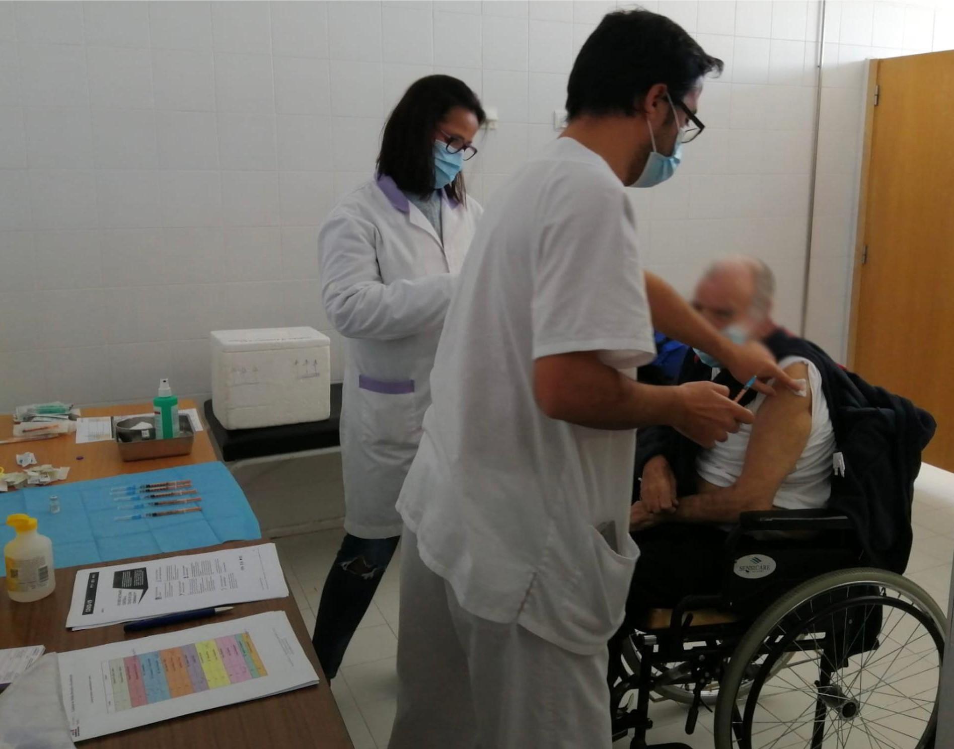 Inicio da vacinação contra a COVID-19 nas Estruturas Residenciais para Idosos e Unidades da Rede de Cuidados Continuados Integrados do Algarve