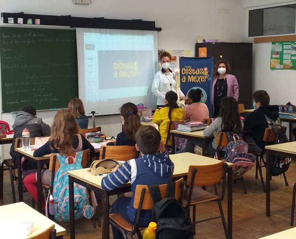 """Projeto """"Costas a Mexer"""" da ARS Algarve sensibiliza crianças das escolas algarvias para a importância da educação postural"""